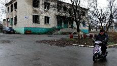 Один из домов, который был обстрелян украинскими силовиками. Архивное фото