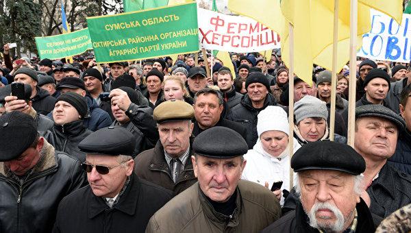Участники митинга Аграрников у здания Верховной Рады в Киеве
