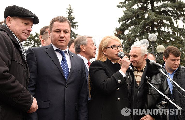 Лидер фракции ВО Батькивщина Юлия Тимошенко выступает на митинге у здания Верховной рады в Киеве, которую проводят аграрии