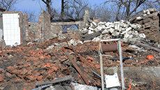 Разрушенные дома в поселке в ЛНР. Архивное фото