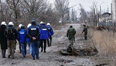 Сотрудники ОБСЕв зоне украинского конфликта. Архивное фото