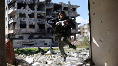 Боевик из группировки Джейш аль-Ислам (Армия ислама) в пригороде Дамаска, Архивное фото