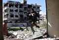 Боевик из группировки Джейш аль-Ислам (Армия ислама) в пригороде Дамаска, Сирия