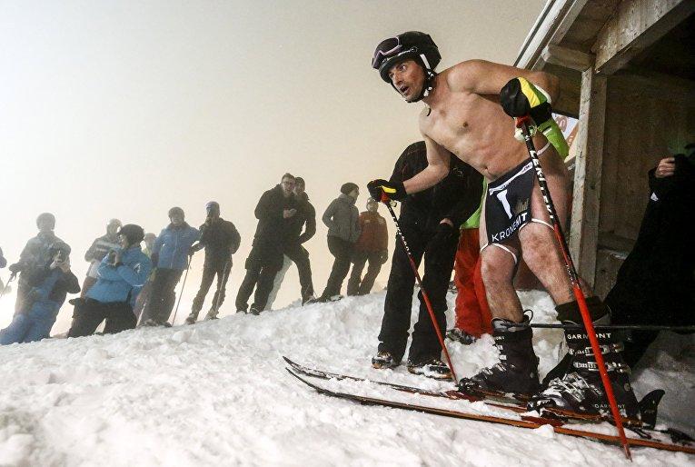 Участник гонки Naked Slalom Skirace. Австрия