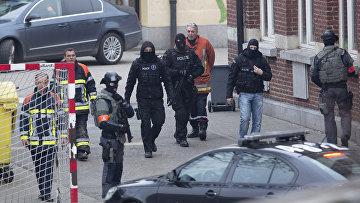 Полиция Бельгии во время спецоперации в брюссельском Моленбеке, 18 марта 2016