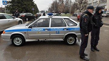 Сотрудники правоохранительных органов в аэропорту Ростова-на-Дону, где при посадке разбился пассажирский самолет Boeing-737-800
