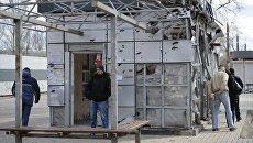 Остановка общественного транспорта на одной из улиц в Донецке