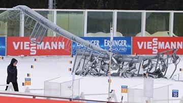 Стрельбище с упавшей мачтой освещения на стадионе, где проводятся соревнования девятого этапа Кубка мира по биатлону сезона 2015/16 в Ханты-Мансийске