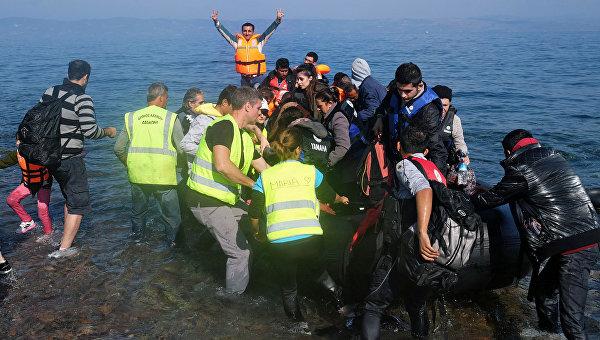 Беженцы с Ближнего Востока прибывают на остров Лесбос