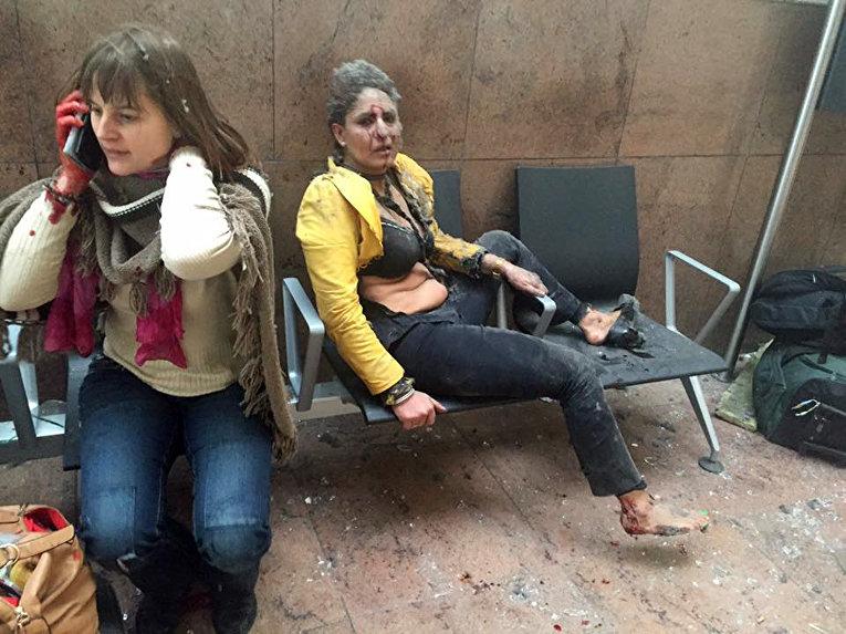 Пострадавшие во время взрыва в аэропорту Брюсселя. 22 марта 2016
