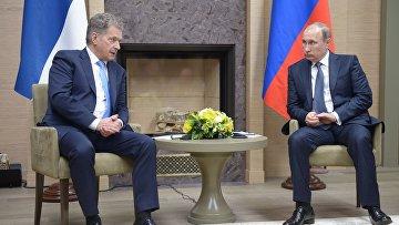 Президент России Владимир Путин и президент Финляндии Саули Ниинистё во время встречи в резиденции Ново-Огарево