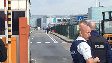 Полиция у аэропорта в Брюсселе, Бельгия. 22 марта 2016. Архивное фото