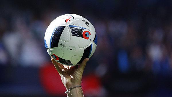 Мяч Чемпионата Европы по футболу 2016. Архивное фото