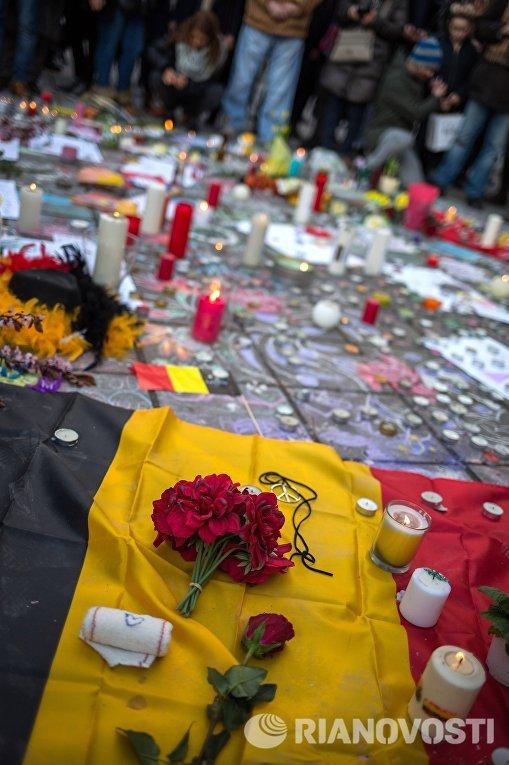 Траурный митинг в память о погибших в результате взрывов в аэропорту Завентем и в районе станции метро Мальбек в Брюсселе