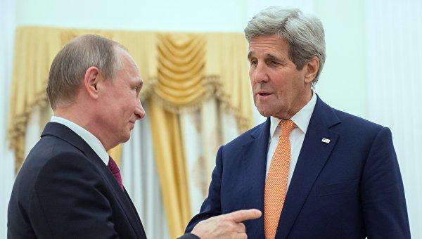 Президент России Владимир Путин и государственный секретарь США Джон Керри, архивное фото