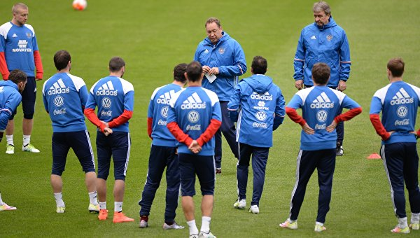 Сборная России на тренировке перед товарищеским футбольным матчем со сборной Франции на стадионе Стад де Франс в Париже