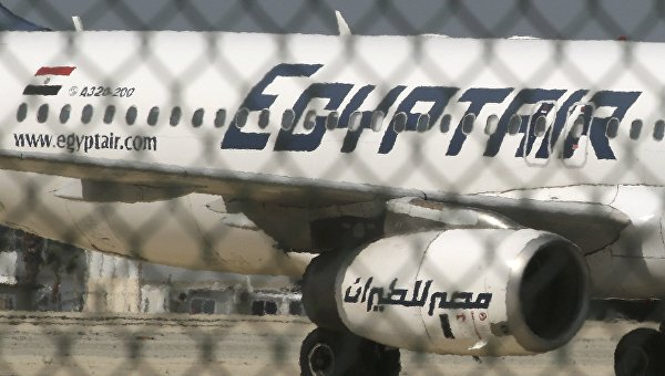 Самолет A320 компании EgyptAir в аэропорту Ларнаки, Кипр