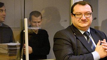 На переднем плане адвокат обвиняемого А. Александрова Юрий Грабовский. Архивное фото