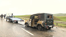 Искореженные автомобили на месте подрыва автоколонны МВД в Дагестане