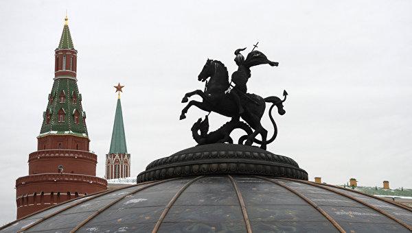 Статуя Георгия Победоносца на Манежной площади в Москве.