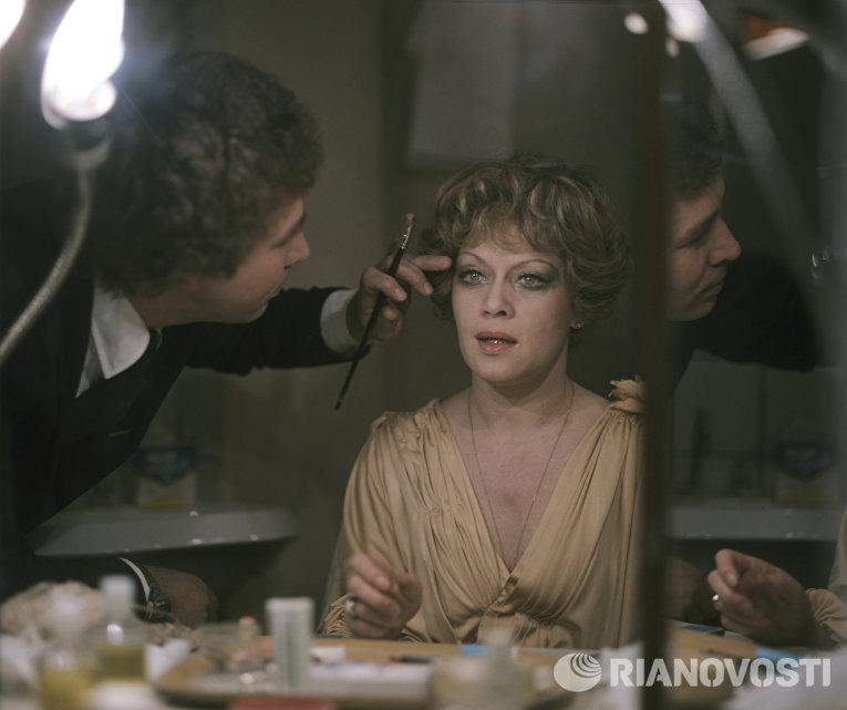 Алиса Фрейндлих в гримерной перед спектаклем Вишневый сад