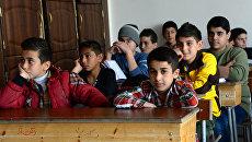 На уроке в дамасской школе, где учатся дети погибших военнослужащих сирийской армии