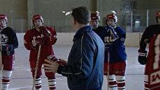 Тренировка советских хоккеистов перед чемпионатом мира 1989 года. Архив