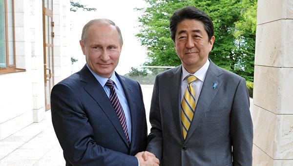Премьер Японии намеревается увидеться сПутиным впроцессе ВЭФ