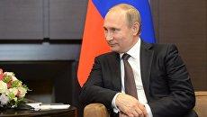 Президент Российской Федерации Владимир Путин во время беседы с президентом Республики Индонезии Джоко Видодо в резиденции Бочаров ручей в Сочи
