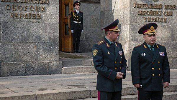 У здания Министерства обороны Украины в Киеве. Архивное фото
