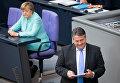 Министр экономики и вице-канцлер Германии Зигмар Габриэль и канцлер Ангела Меркель
