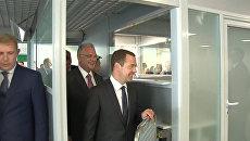 Медведев осмотрел новый аэропорт в Жуковском и поздравил всех с его открытием