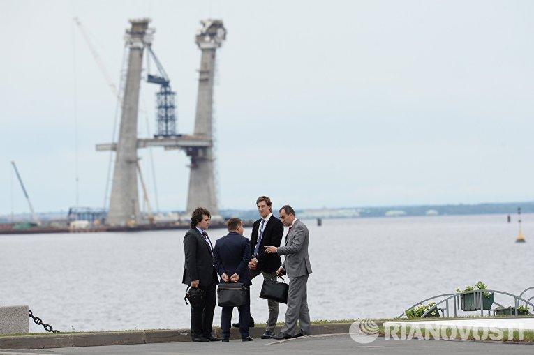 Участники XIX Петербургского международного экономического форума на территории выставочного комплекса Ленэкспо