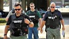 Полицейские прибыли в штаб-квартиру полиции Орландо в ходе расследования стрельбы в ночном клубе Pulse. 12 июня 2016