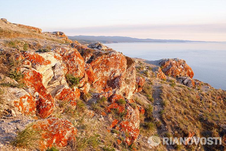 Южная часть острова Ольхон на озере Байкал и пролив Малое море