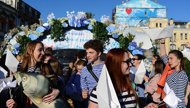 Гастрономический фестиваль Рыбная неделя на Кузнецком мосту в Москве. архивное фото