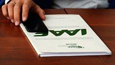 Папка с символикой IAAF. Архивное фото