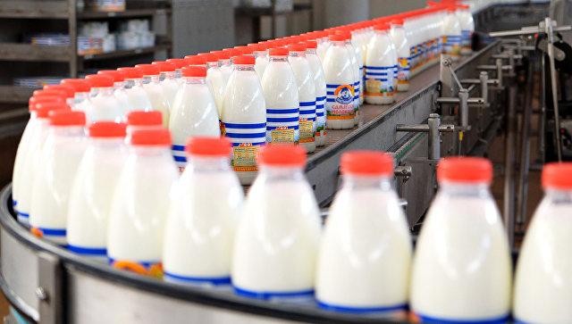 Производственная линия по упаковке молока. Архивное фото