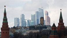 Вид на стену Кремля и деловой центр столицы Москва-Сити. Архивное фото