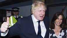 Бывший мэр Лондона Борис Джонсон с супругой Мариной Уилер голосуют на референдуме по вопросу выхода Великобритании из ЕС