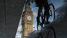 Отражение Биг Бена в Лондоне, Великобритания. Архивное фото
