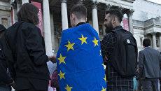 Сторонники членства в Евросоюзе во время митинга на Трафальгарской площади