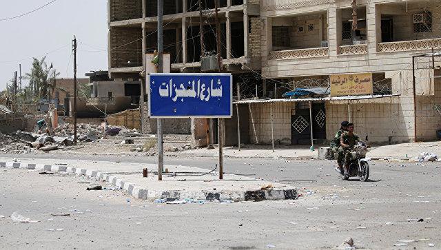 На улицах города Эль-Фаллуджа после освобождения его от боевиков ИГ. Ирак, 27 июня 2016