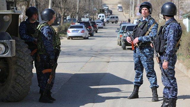 Сотрудники полиции на месте проведения контртеррористической операции в Дагестане. Архивное фото