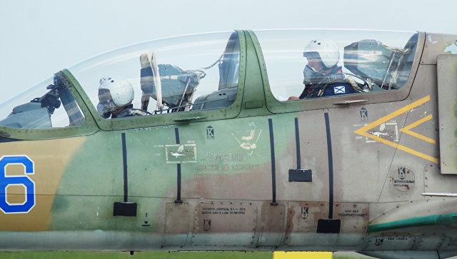 Летчики в кабине самолета Л-39. Архивное фото