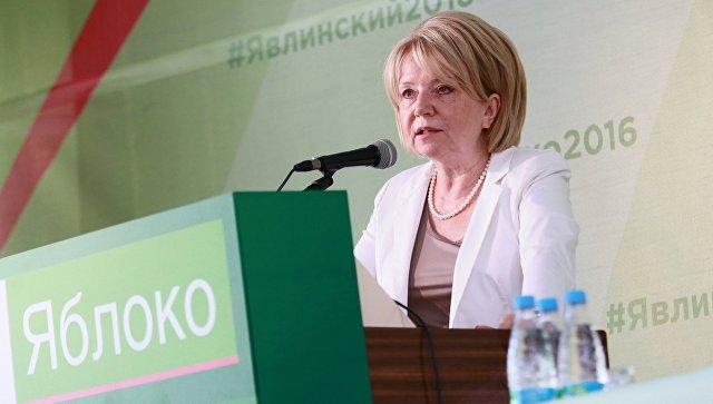 Председатель партии Яблоко Эмилия Слабунова во время предвыборного съезда. Архивное фото