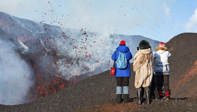 Вулкан Ключевской наКамчатке выбросил пепел навысоту вшесть километров