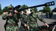 Служащие полиции Китая во время совместных тактико-специальных занятий спецназовцев Национальной гвардии России и Народной вооруженной полиции Китая Сотрудничество-2016