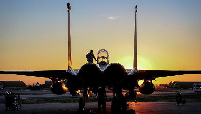 Самолет ВВС США F-15E Strike Eagle на базе Инджирлик в Турции. Архив