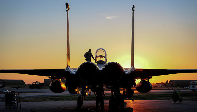 Самолет ВВС США F-15E Strike Eagle на базе Инджирлик в Турции. Архивное фото